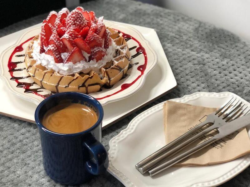 済州島(チェジュ島)のワッフルカフェの苺ワッフル