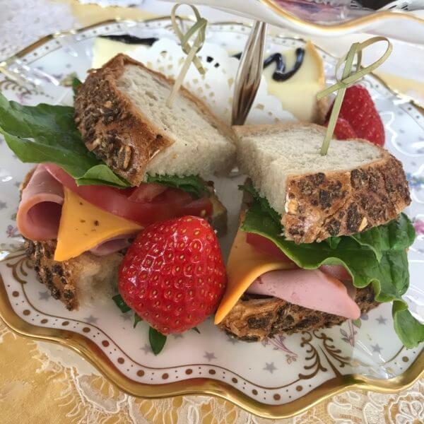 済州島(チェジュ島)のアフタヌーンティーカフェのサンドイッチ