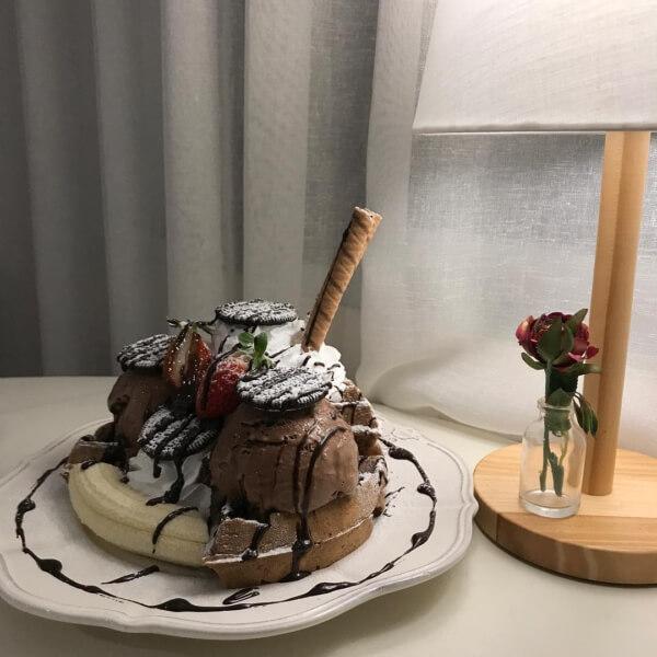 済州島(チェジュ島)のワッフルカフェのチョコレートワッフル