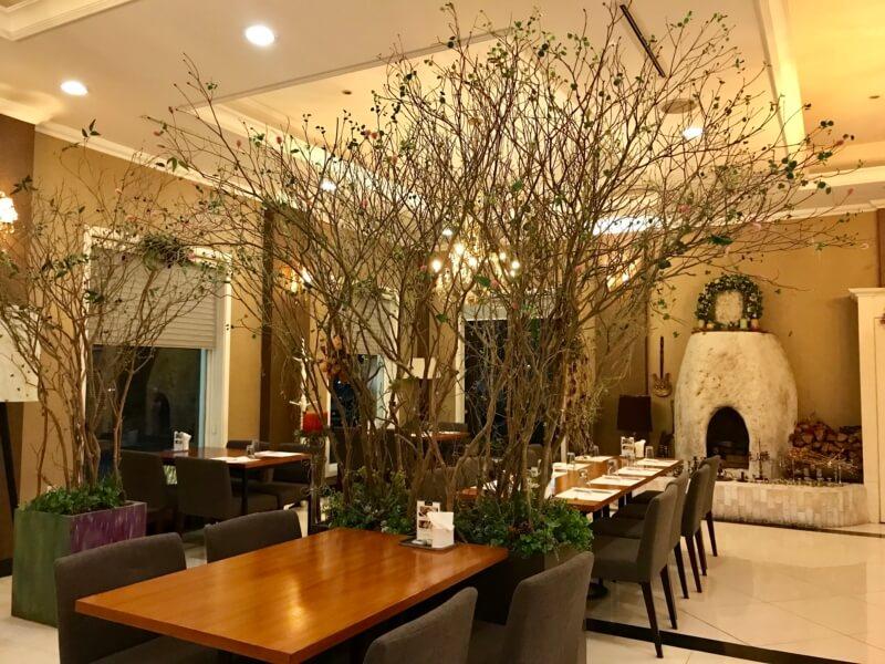 チェジュ島のアワビのレストランの団体用部屋の内装