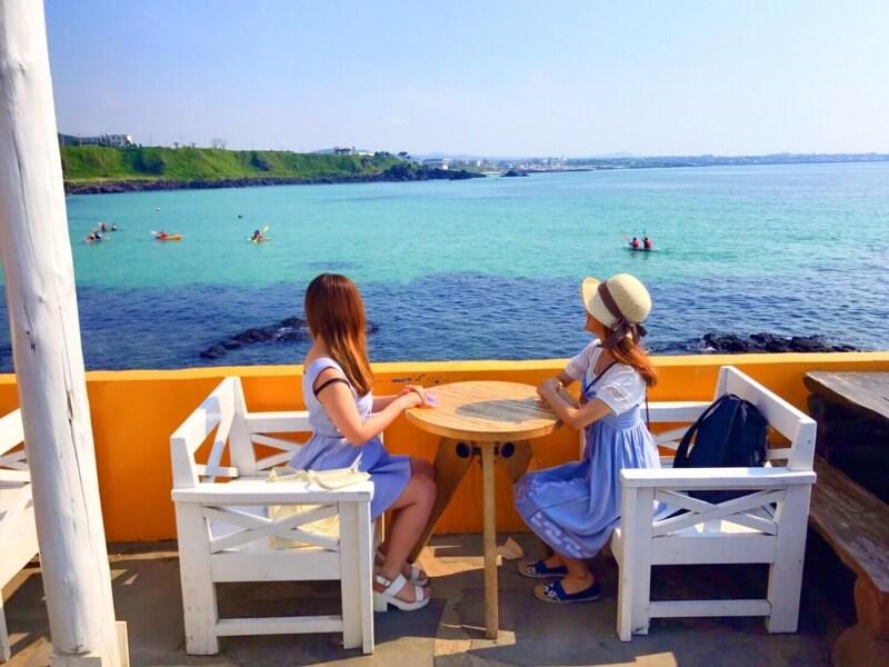 チェジュ島の絶景カフェ済州ボムナルのテラス席のフォトスポット