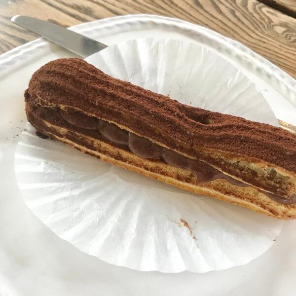 チェジュ島のカフェママロンのチョコエクレア