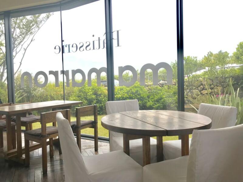 チェジュ島のカフェママロンの大きい窓