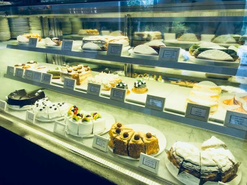 チェジュ島のカフェママロンのケーキケース