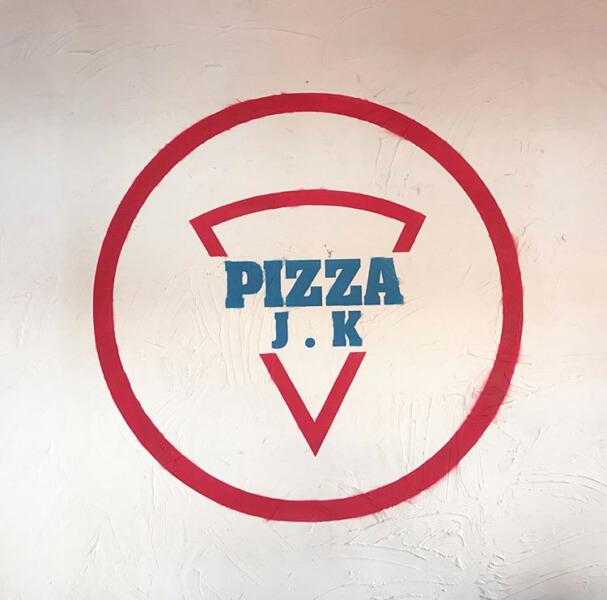 チェジュ島のピザPizzaJKの看板
