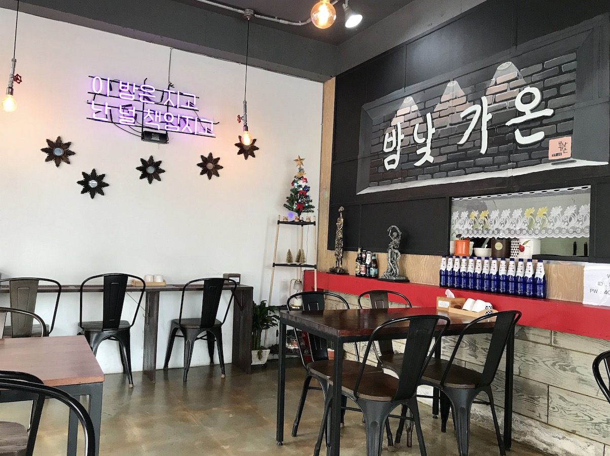 韓国定食屋さんの内装