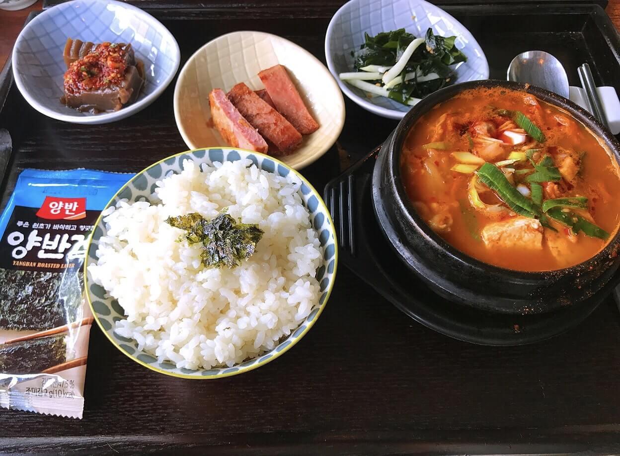 韓国のキムチチゲ定食