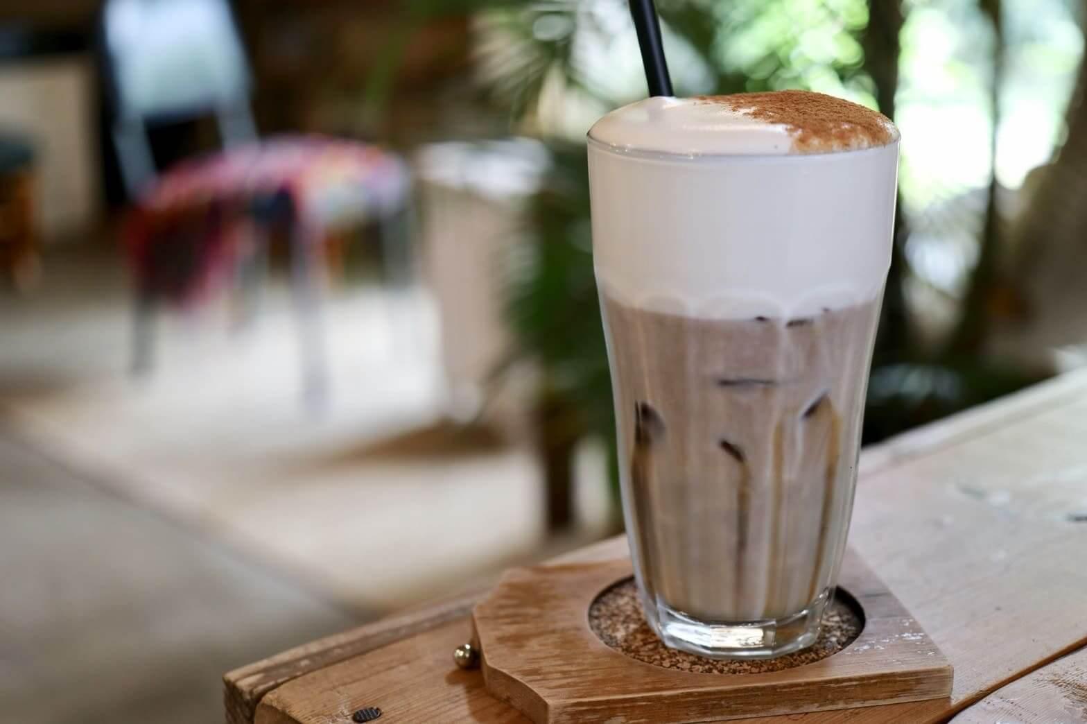 チェジュ島カフェセバのカフェラテ