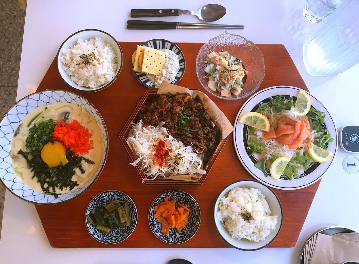 新チェジュの韓国料理屋の人気セット