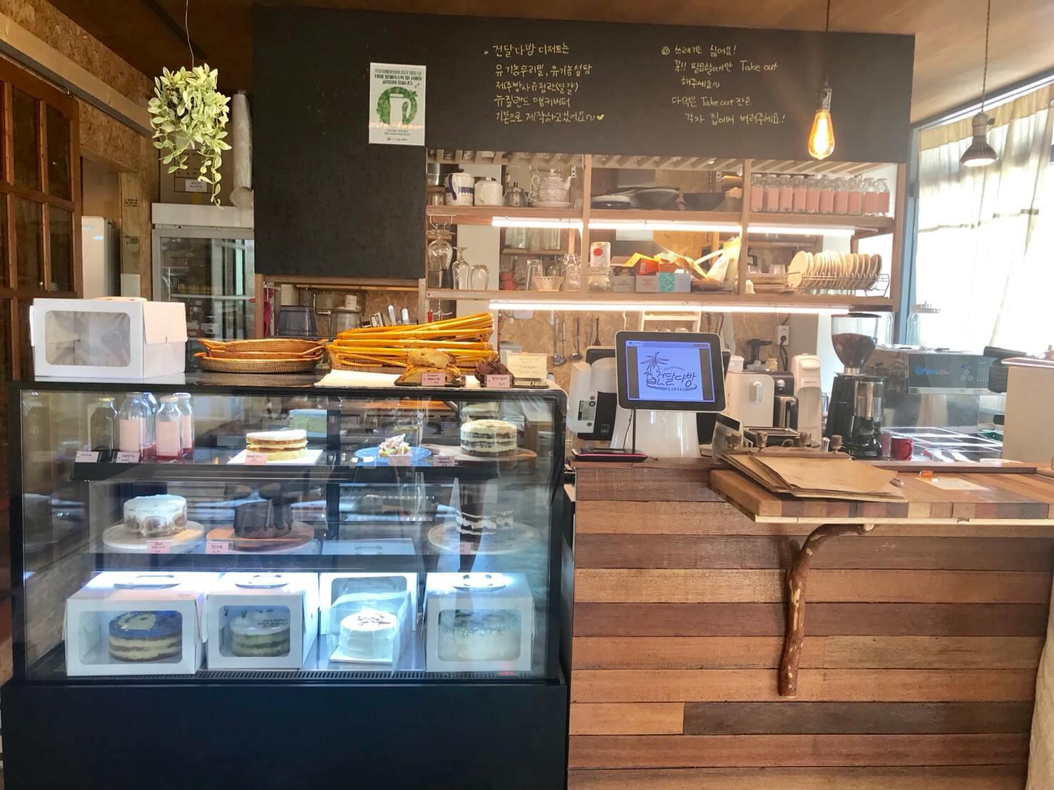 チェジュ島のオーガニックカフェのカウンター