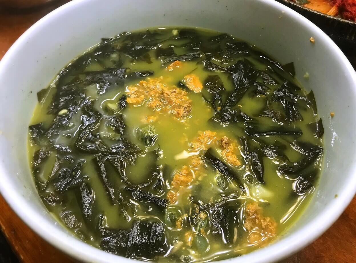韓国・チェジュ島の郷土料理ワカメスープ