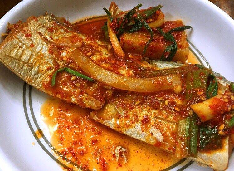 チェジュ島のユリネ食堂の辛い太刀魚