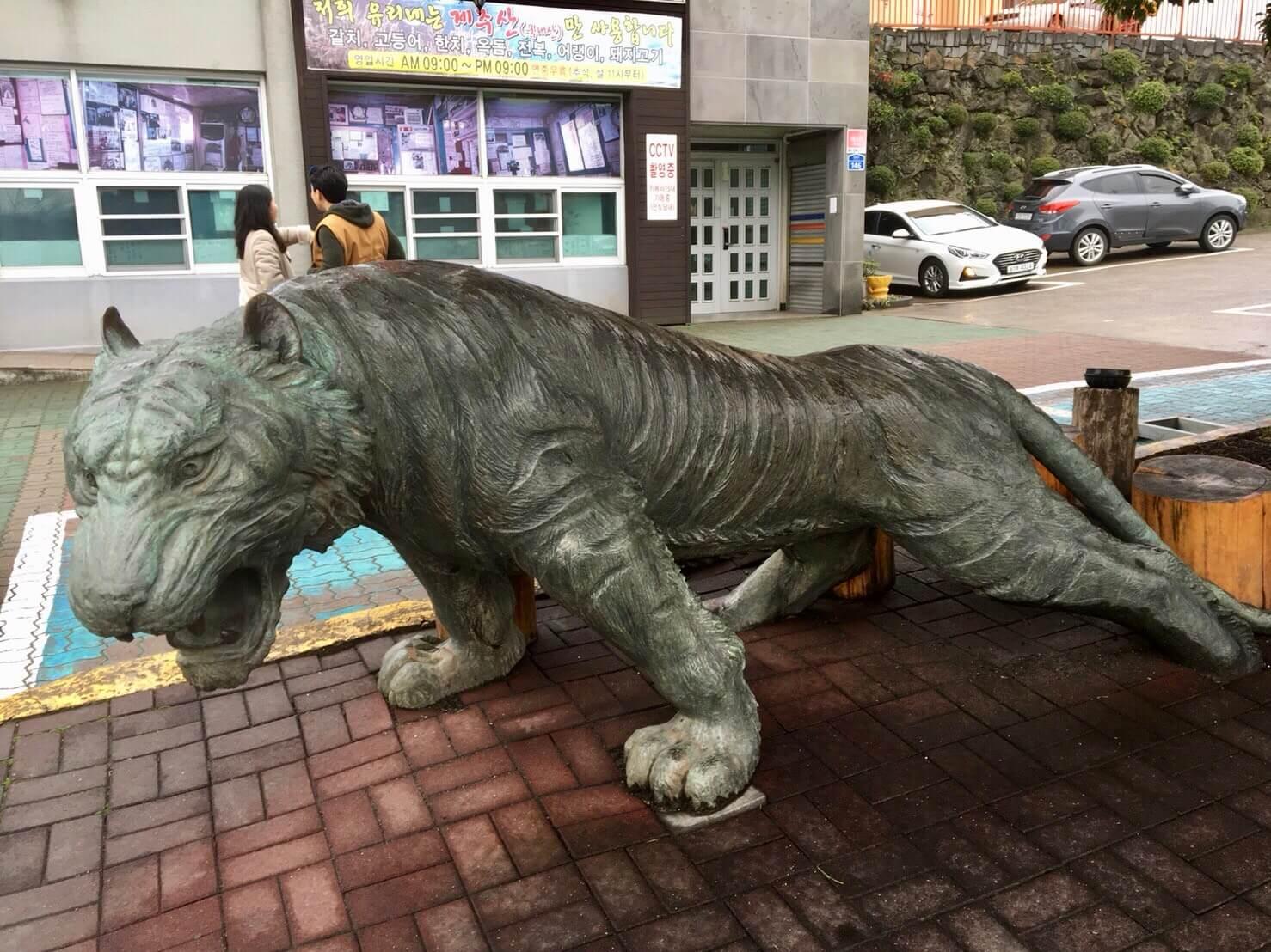 チェジュ島のユリネ食堂の虎