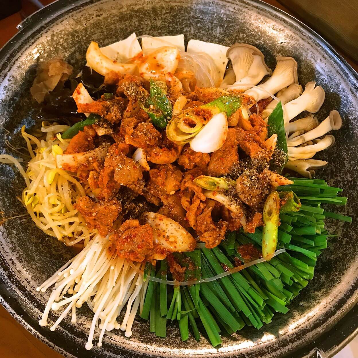韓国・チェジュ島のサムゲタンのお店の鴨鍋