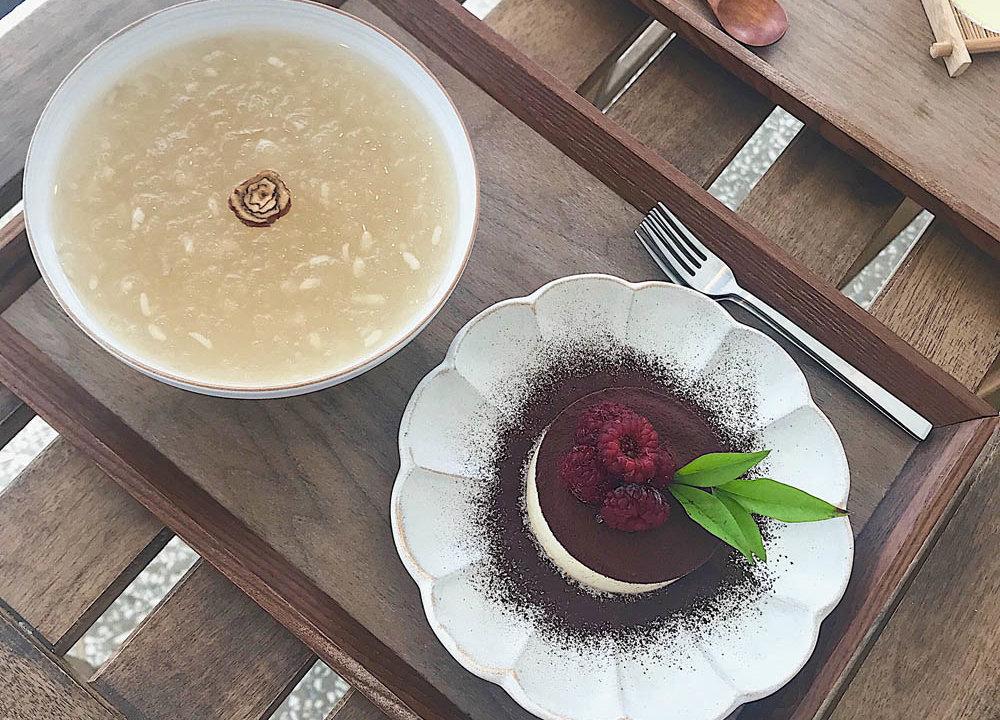 韓国の甘酒「シッケ」と、あんこ入りのティラミス